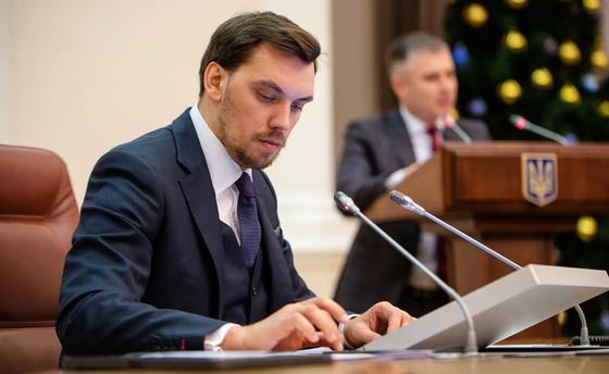 Среди чиновников много негодяев и подонков - премьер Украины