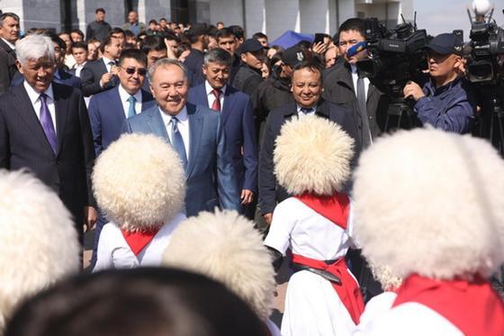 Назарбаев встретился с земляками в Шамалгане (фото)