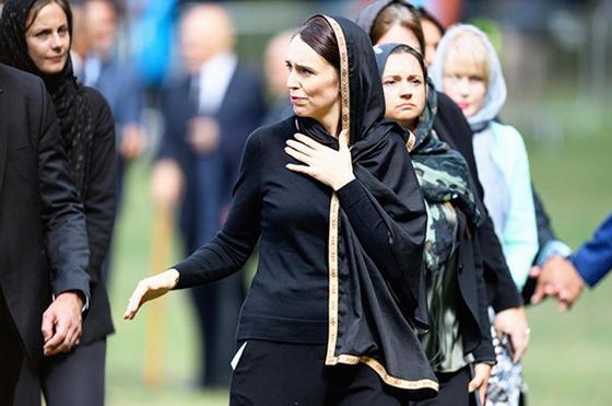 Жительницы Новой Зеландии вышли на улицы в платках в знак поддержки мусульман после теракта