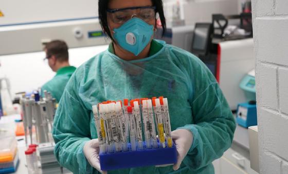 Количество зараженных коронавирусом перевалило за тысячу в Казахстане