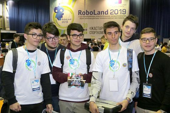В Караганде Робота-помощника представили на международном фестивале RoboLand- 2019