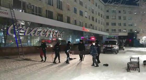 Тело мужчины нашли на крыше магазина в Павлодаре (фото)