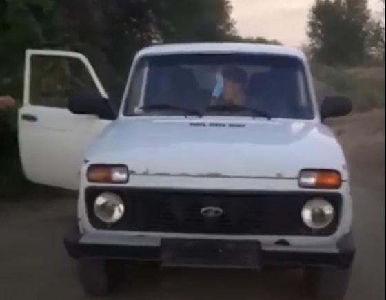 Сельчане задержали несовершеннолетнего за рулем в Алматинской области (видео)