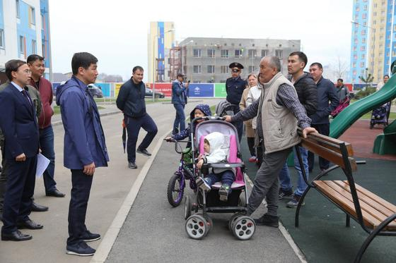 Байбек проверил, как строится социальное жилье в Алатауском районе