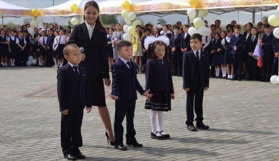 Сагинтаев поздравил алматинских школьников с Днем знаний (фото)