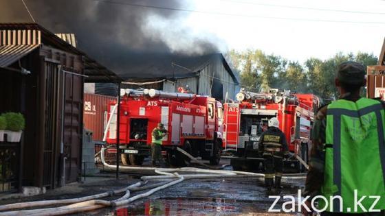 Пожар на складе в Алматы