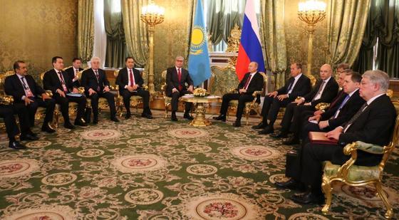 Путин принял Токаева в московском Кремле (фото)