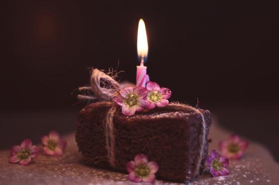 Торт и свеча