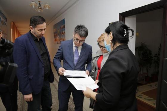 Директору интерната в Атырау, где избили детей-инвалидов, посоветовали сравнить свой кабинет с палатами (фото)