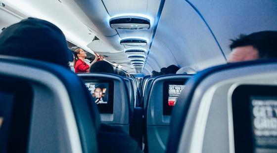 Подвинься и молчи: пассажиры рассказали, что их раздражает во время полета