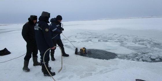 Рыбак утонул в своем автомобиле в ВКО