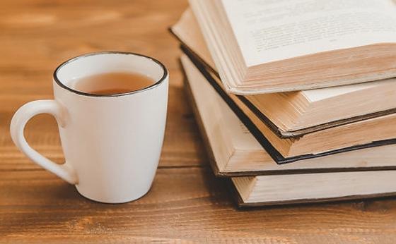 Книги и чашка чая