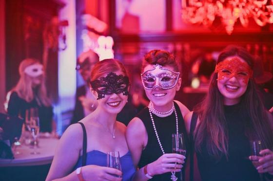 вечеринка девушки маски