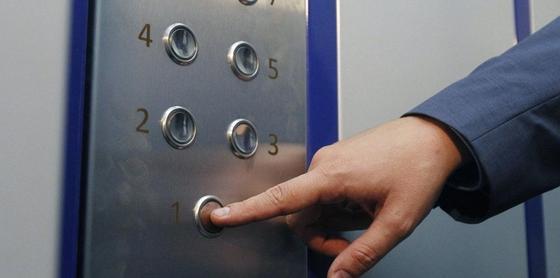 Поддельные китайские лифты устанавливают в казахстанских многоэтажках