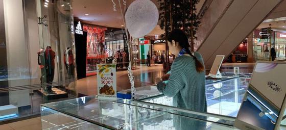 Закрылась Мега: что происходит в крупном торговом центре (фото)
