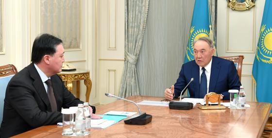Назарбаев обсудил ситуацию с распространением коронавируса с Маминым