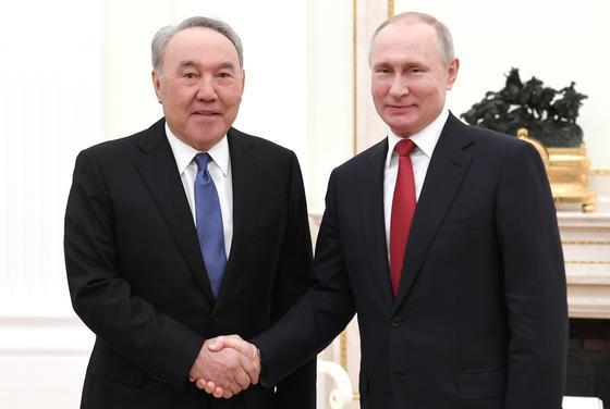 Назарбаев и Путин поговорили по телефону