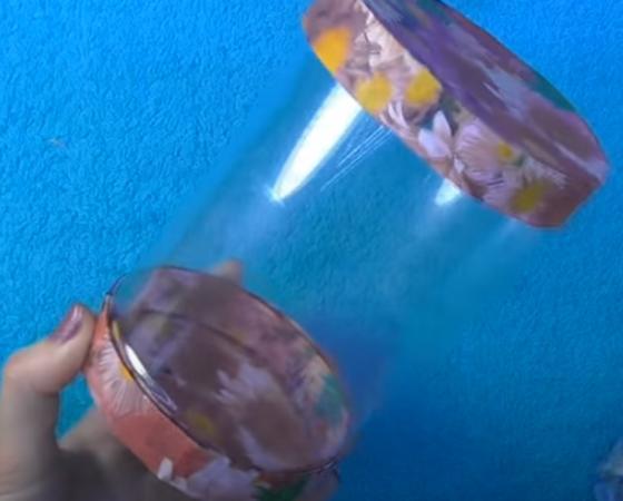 прозрачный цилиндр с крышкой