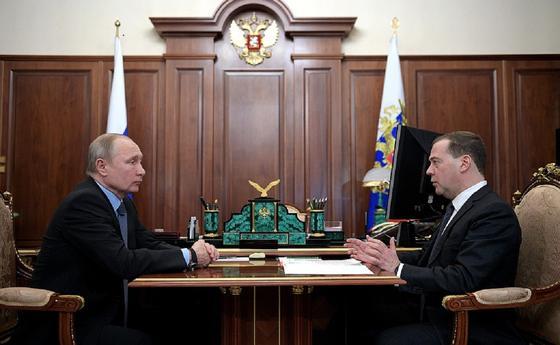 Путин предложил Медведеву