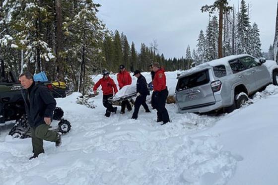Женщина шесть дней выживала в засыпанной снегом машине