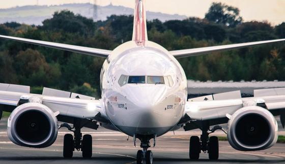 Производитель 737 МАХ размещает самолеты на парковке для машин (видео)