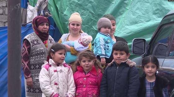 Семья из 23 человек живет в палатке в Душанбе
