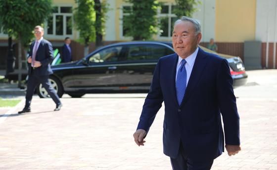 Коллектив столичного аэропорта имени Нурсултана Назарбаева пожелал Елбасы скорейшего выздоровления и возвращению к активному воплощению своих планов