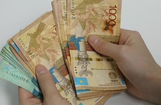 Когда и кто получит 42,5 тыс. тенге, рассказали в Минтруда