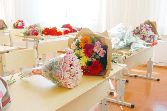 Цветы на школьных партах