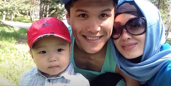 Данияр Елеусинов с семьей