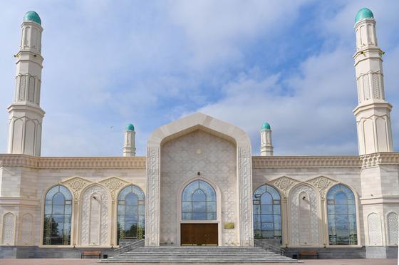 Назарбаеву показали новую столичную мечеть (фото)
