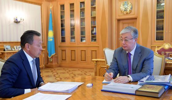 Токаев встретился с главой КТЖ Сауатом Мынбаевым