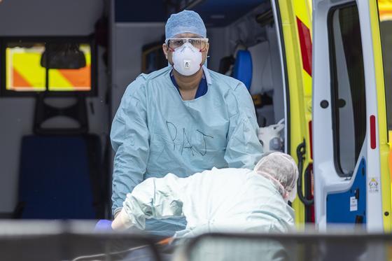 Число жертв коронавируса в США перешагнуло отметку в 25 тысяч