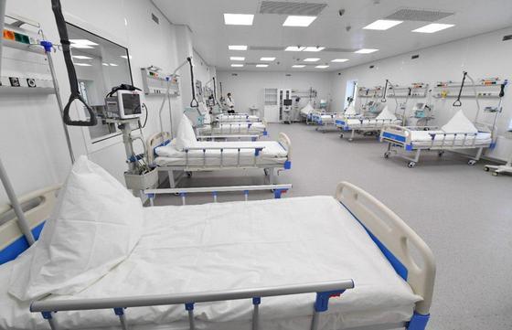 Палаты в новом госпитале в Алматы