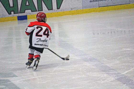 Глава Минкультуры высказался об исключение детей из хоккейного клуба в Алматы