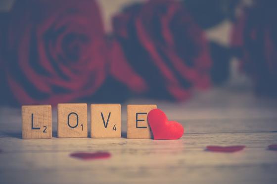 """""""Говорит, что любит"""": девушка получила любовное признание от своего отчима"""