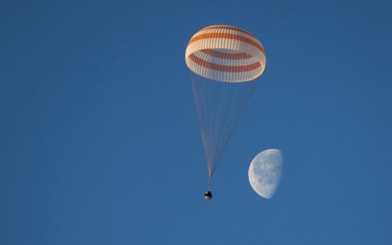 Трое членов экипажа МКС приземлились в Казахстане