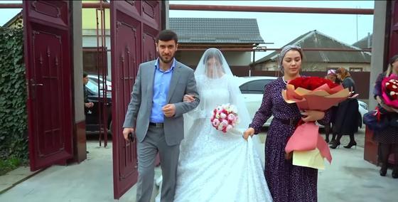 Чеченская невеста с женихом и подружкой