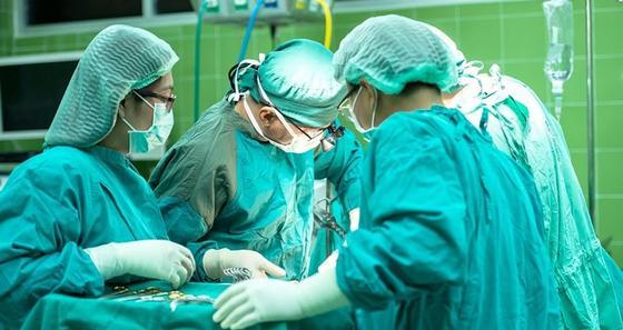 Запущенный случай: огромную опухоль весом в два килограмма удалили астанчанке на спине