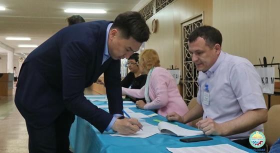Самый молодой аким областного центра проголосовал в Павлодаре