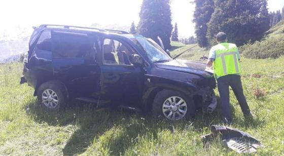 Land Cruiser c пассажирами сорвался с обрыва в районе БАО