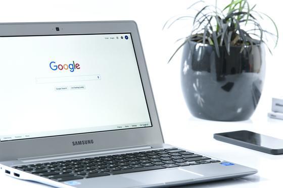 Открытый Google на ноутбуке