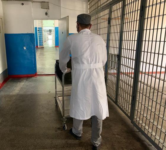 Осужденный Алматинского следственного изолятора отправляет деньги матери