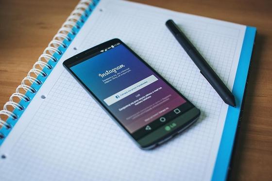 """Пользователям Instagram скоро разрешат """"жаловаться"""" на фейковые новости"""