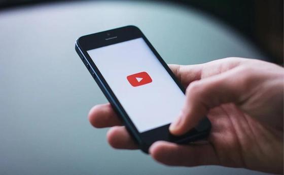 Новое правило YouTube испугало и возмутило пользователей Сети