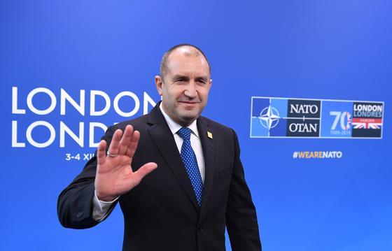 Президента Болгарии обвинили в подглядывании за премьером в спальне