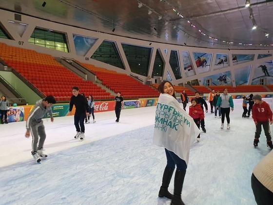 ЖССБ организовал для вкладчиков отдых на коньках