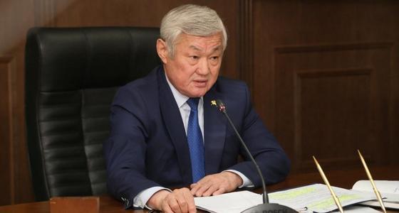 Сапарбаев ответил на слухи об отмене соцвыплат после выборов