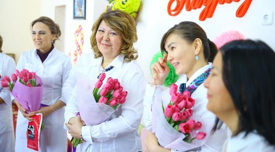 «Неожиданно, но так приятно»: нуротановцы сделали сюрприз врачам и медсестрам