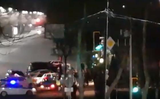 Шымкенттегі түнгі клубтағы дауды шешуге бірнеше патруль көлігі келген (видео)